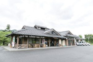 8.寄りん菜屋外観